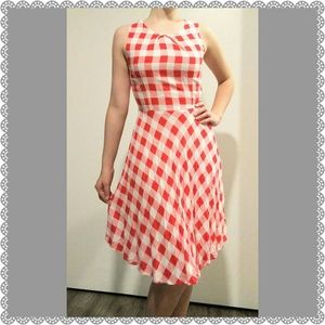 Dresses & Skirts - Vintage style Red gingham summer dress.